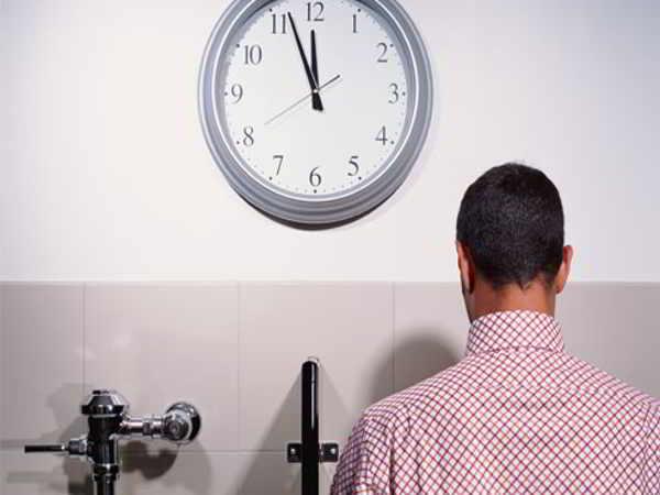 Ngủ mơ thấy đi vệ sinh báo hiệu điều gì, nên đánh số nào?