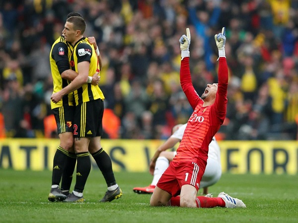 Cú ăn ba giữa Man City vs Watford