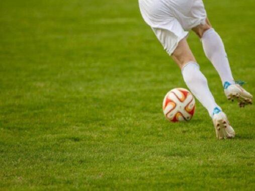 Một trận đấu bóng đá kéo dài trong bao lâu?